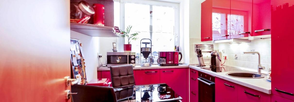 Hochglanz Küche in Echtlack Kirschrot (1)