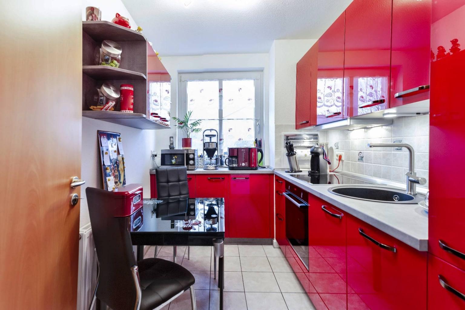 Hochglanz Küche in Echtlack Kirschrot (2)