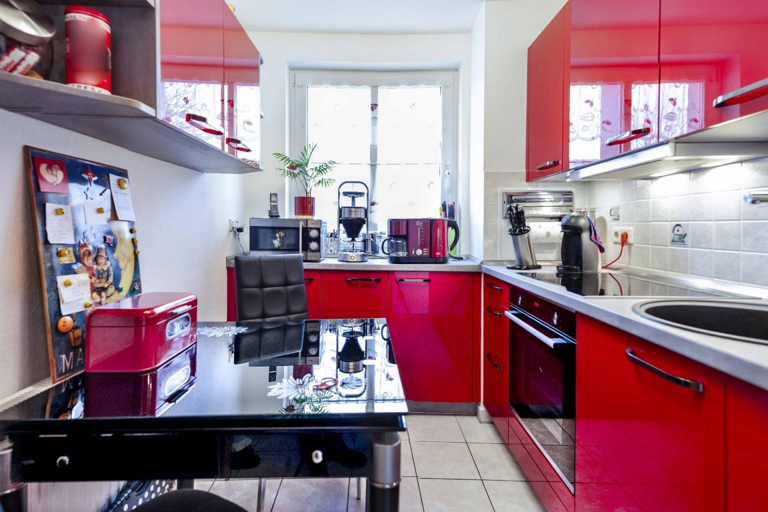 Hochglanz Küche in Echtlack Kirschrot (3)