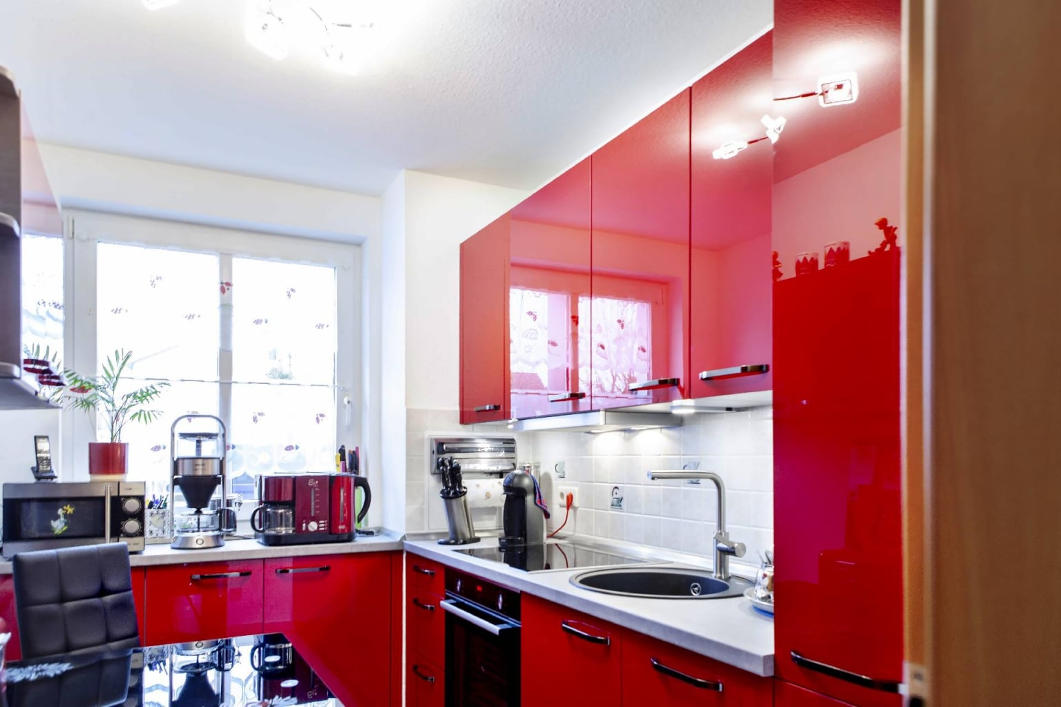 Hochglanz Küche in Echtlack Kirschrot (4)