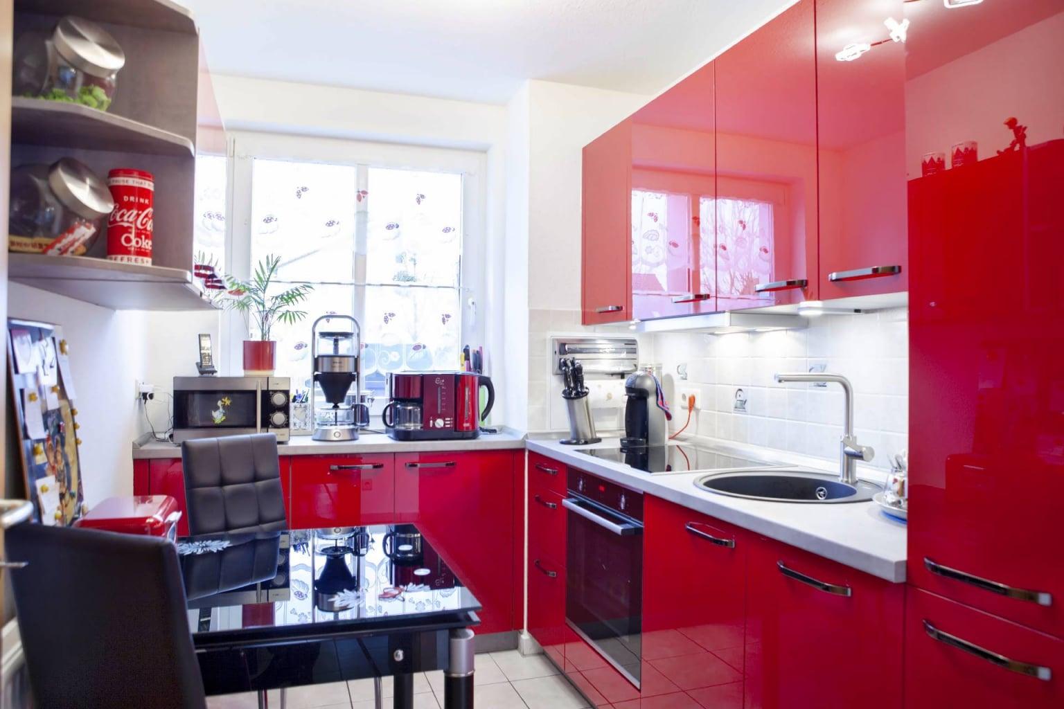 Hochglanz Küche in Echtlack Kirschrot (5)