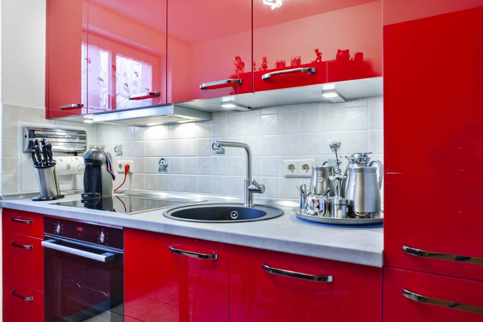 Hochglanz Küche in Echtlack Kirschrot (8)