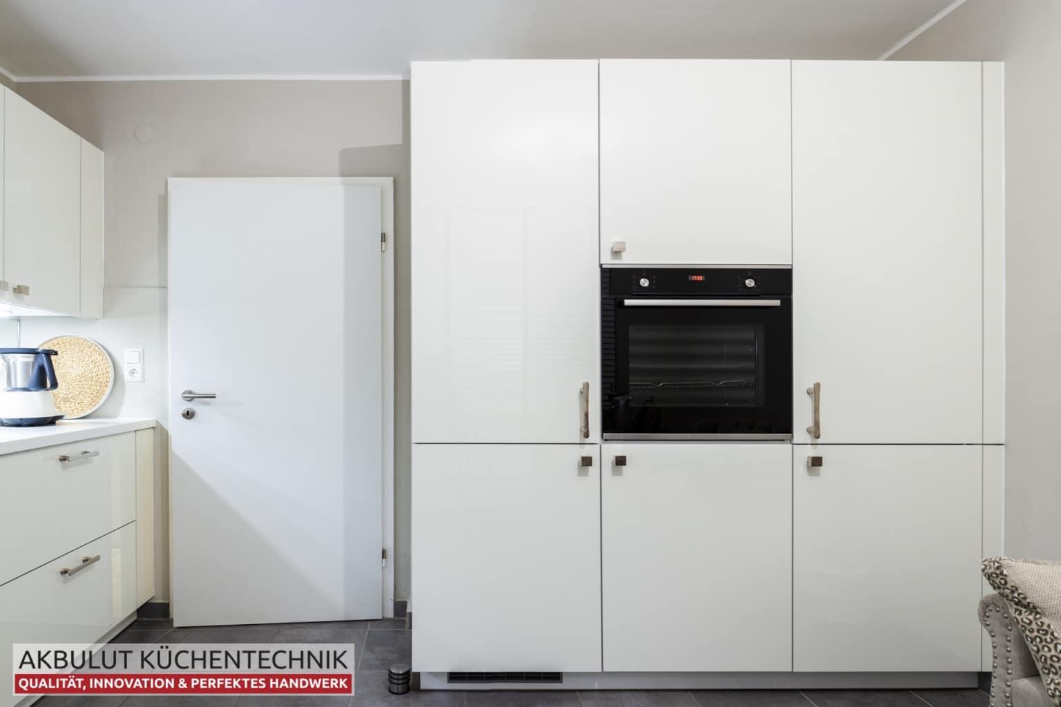 Klassische Küche mit hochwertigen Elektrogeräten (3)