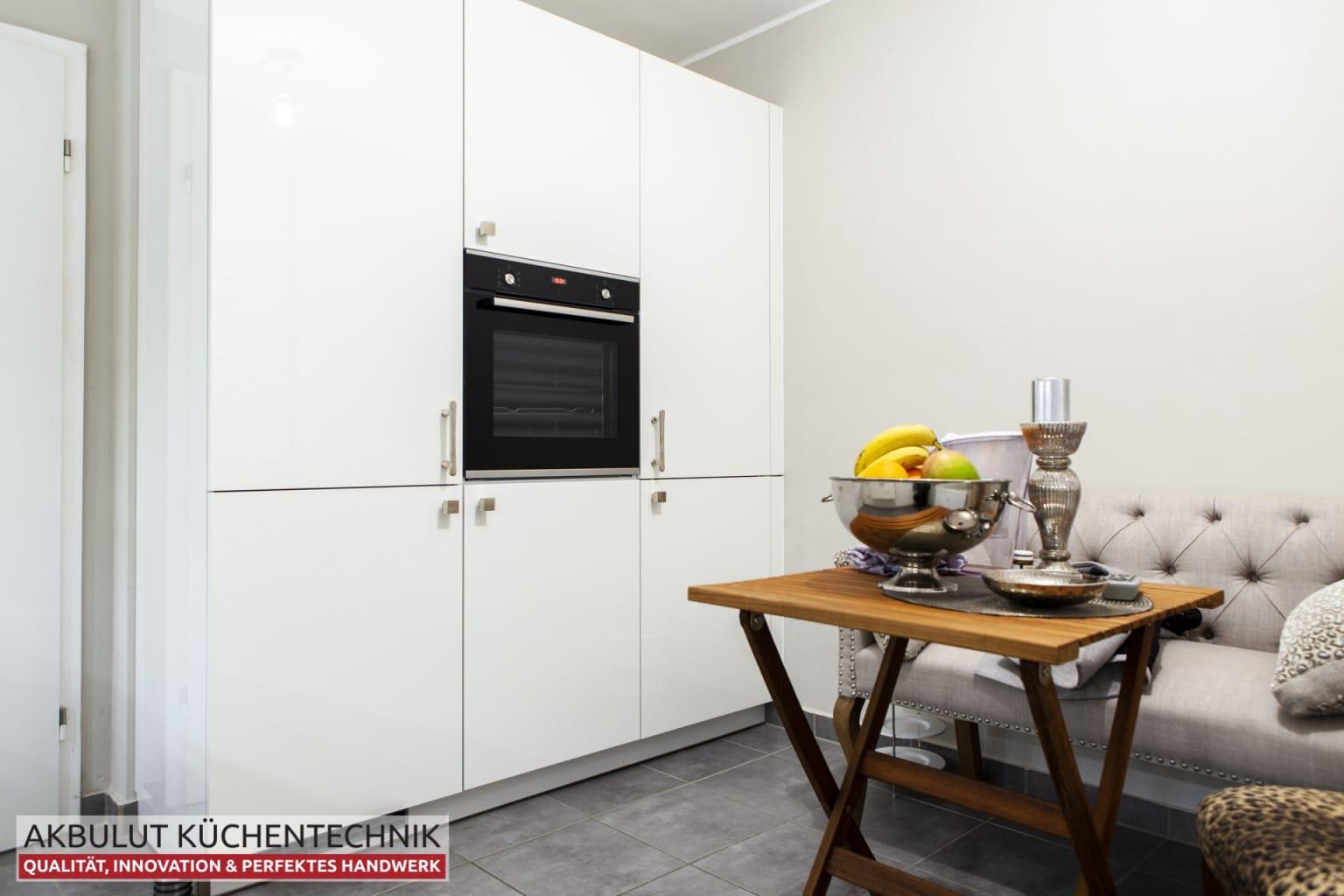 Klassische Küche mit hochwertigen Elektrogeräten (4)