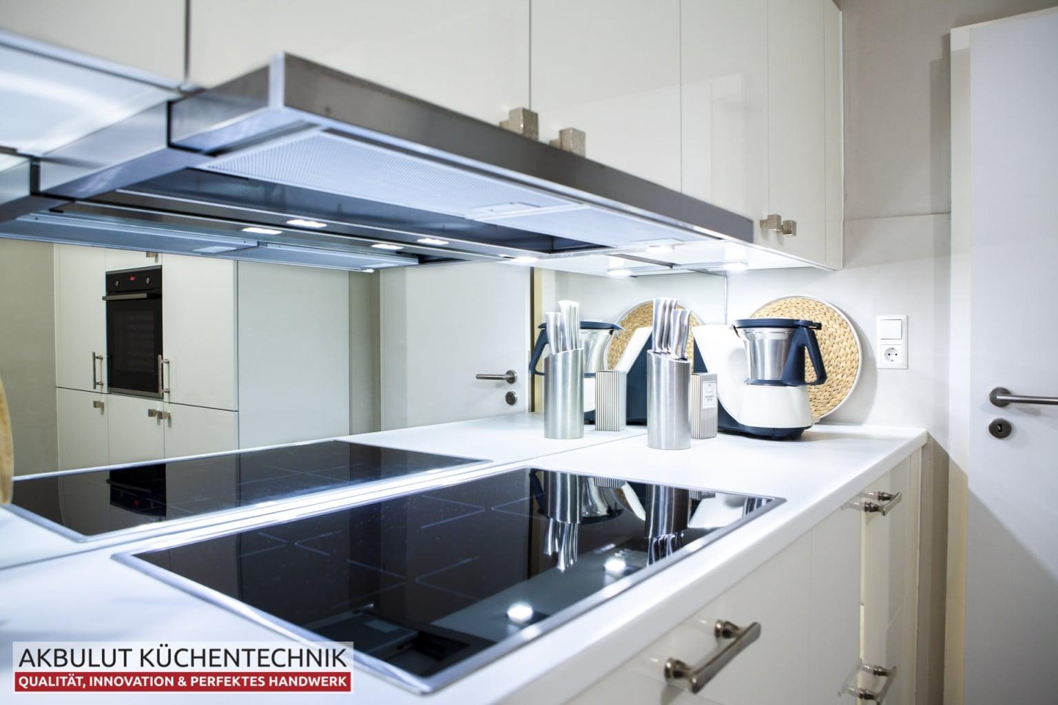 Klassische Küche mit hochwertigen Elektrogeräten (6)
