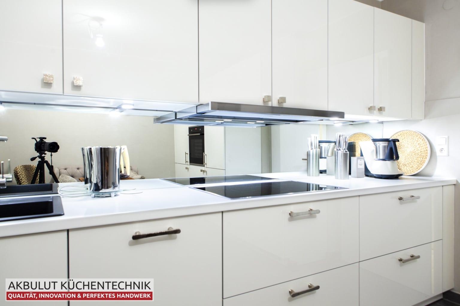 Klassische Küche mit hochwertigen Elektrogeräten (8)