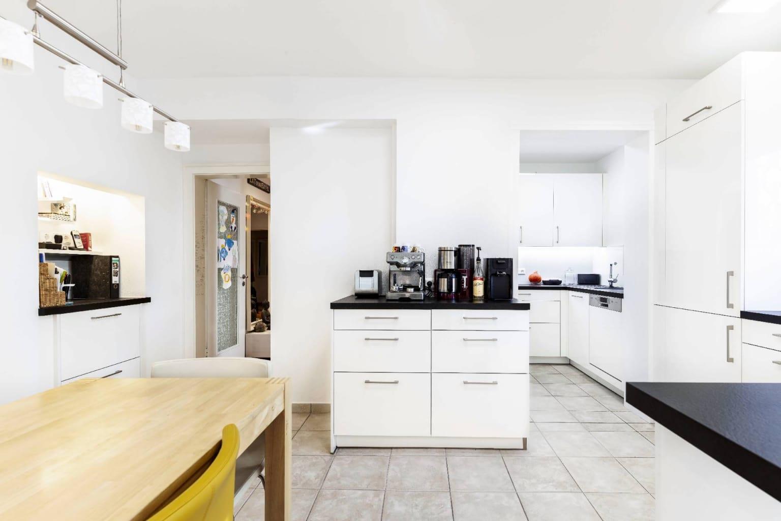 Mehrteilige Wohnküche in Hochglanz (3)
