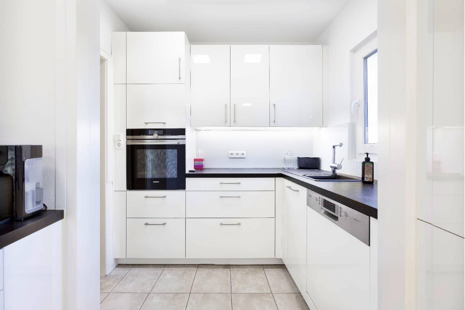 Mehrteilige Wohnküche in Hochglanz (4)