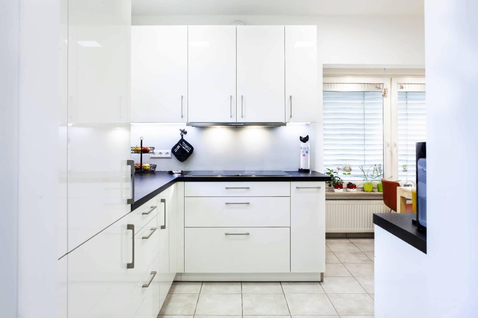 Mehrteilige Wohnküche in Hochglanz (5)