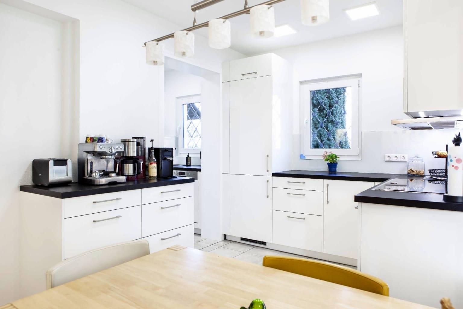 Mehrteilige Wohnküche in Hochglanz (6)