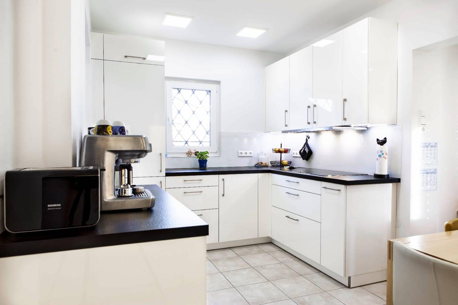 Mehrteilige Wohnküche in Hochglanz (7)
