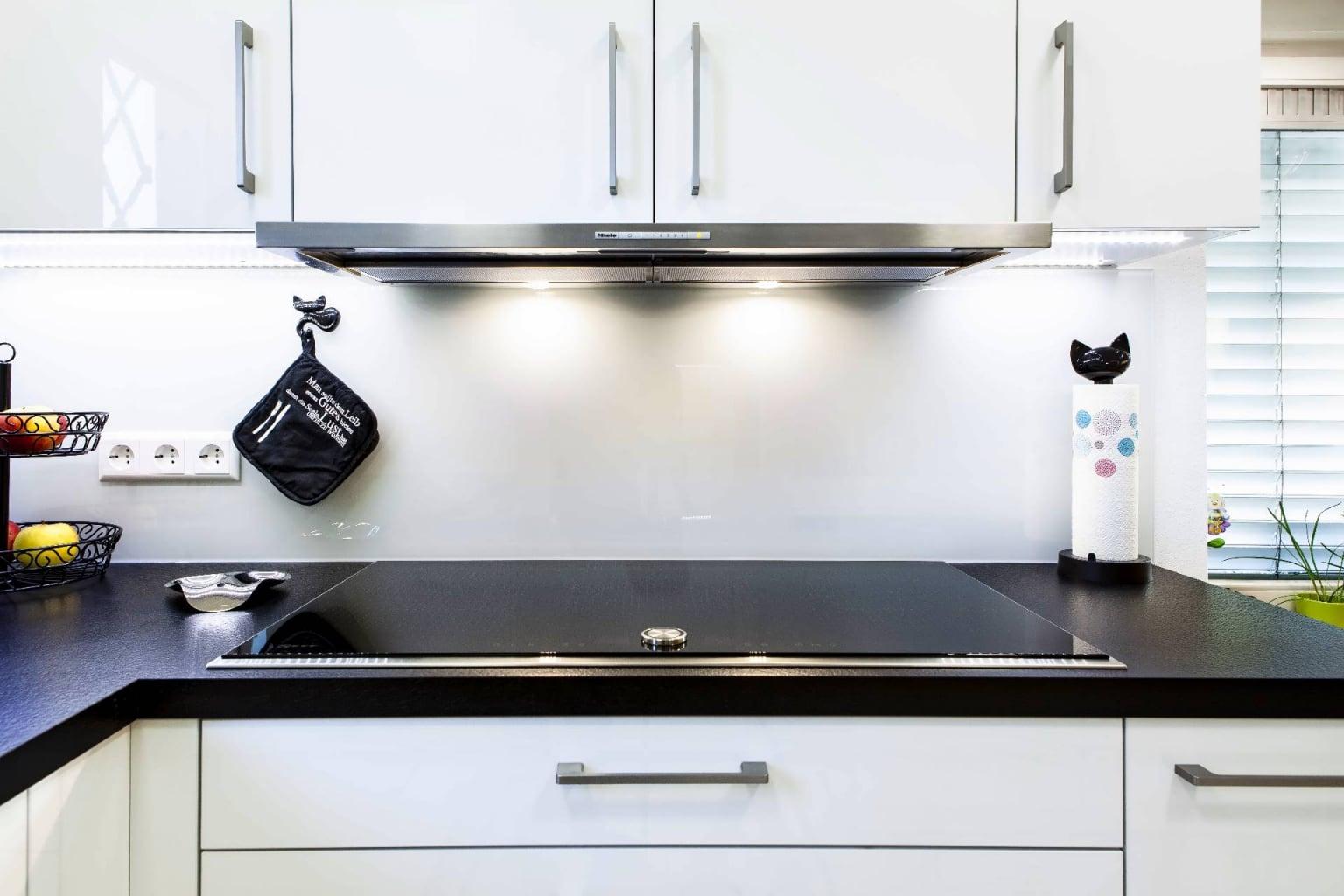 Mehrteilige Wohnküche in Hochglanz (8)