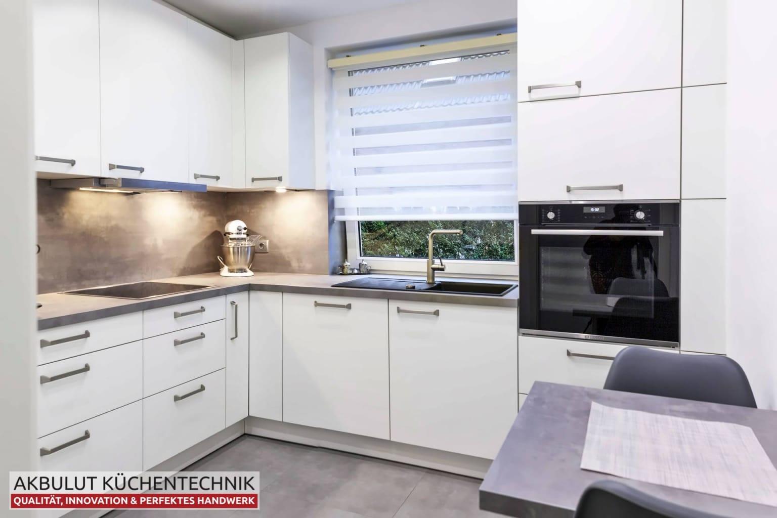 Moderne Küche in L-Form mit Edelstahloptik (4)