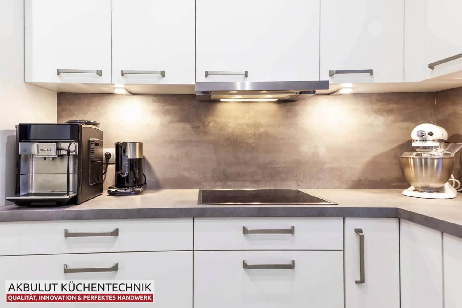 Moderne Küche in L-Form mit Edelstahloptik (5)