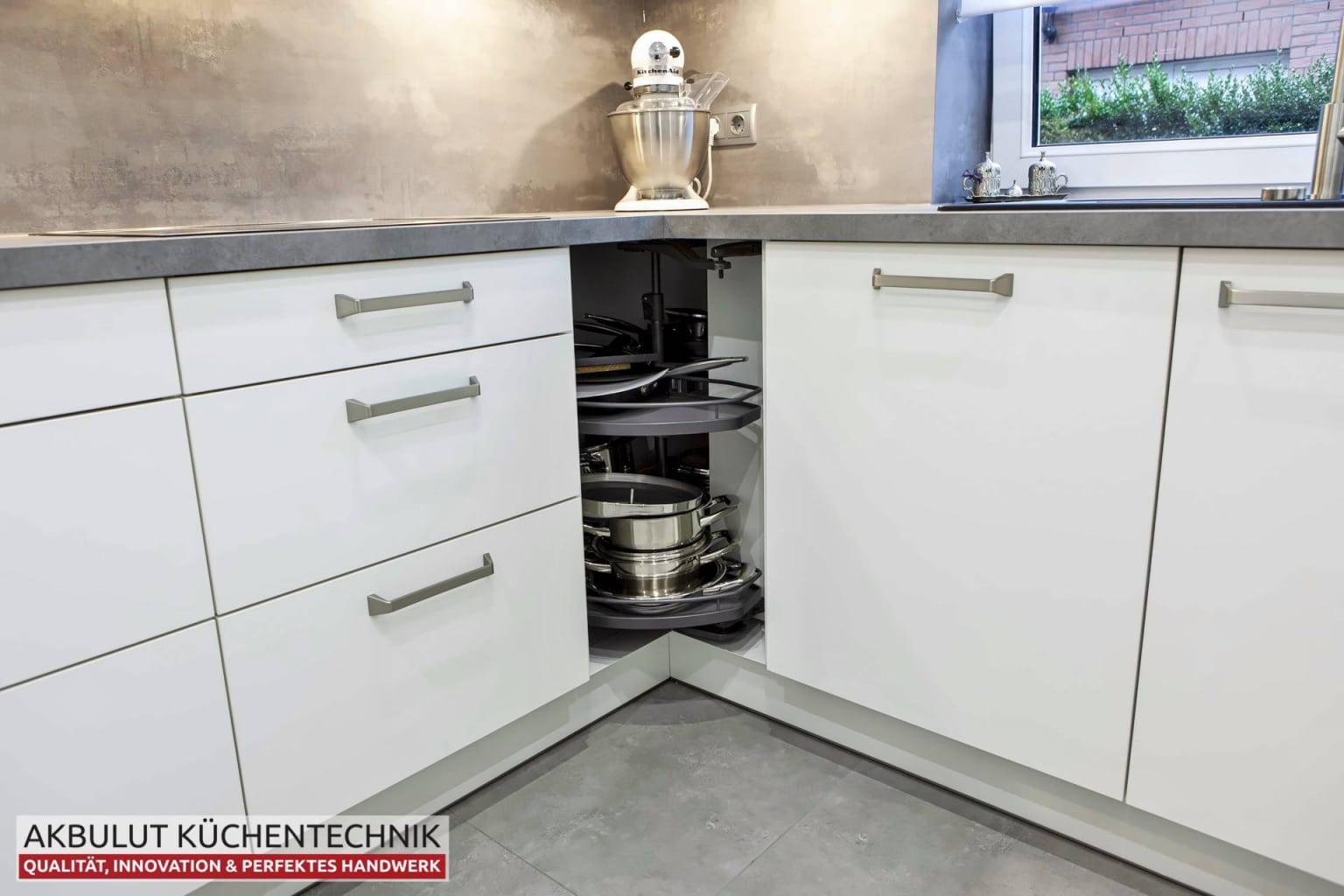 Moderne Küche in L-Form mit Edelstahloptik (7)
