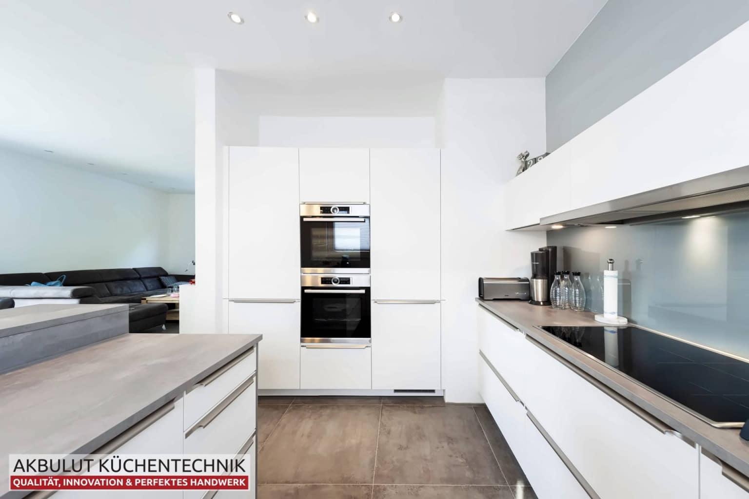 U Küche in Beteonoptik mit langen Theke (2)