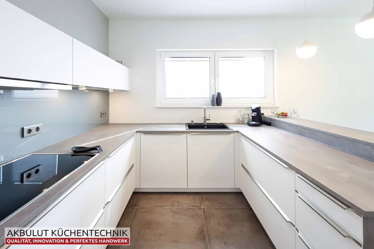U Küche in Beteonoptik mit langen Theke (3)
