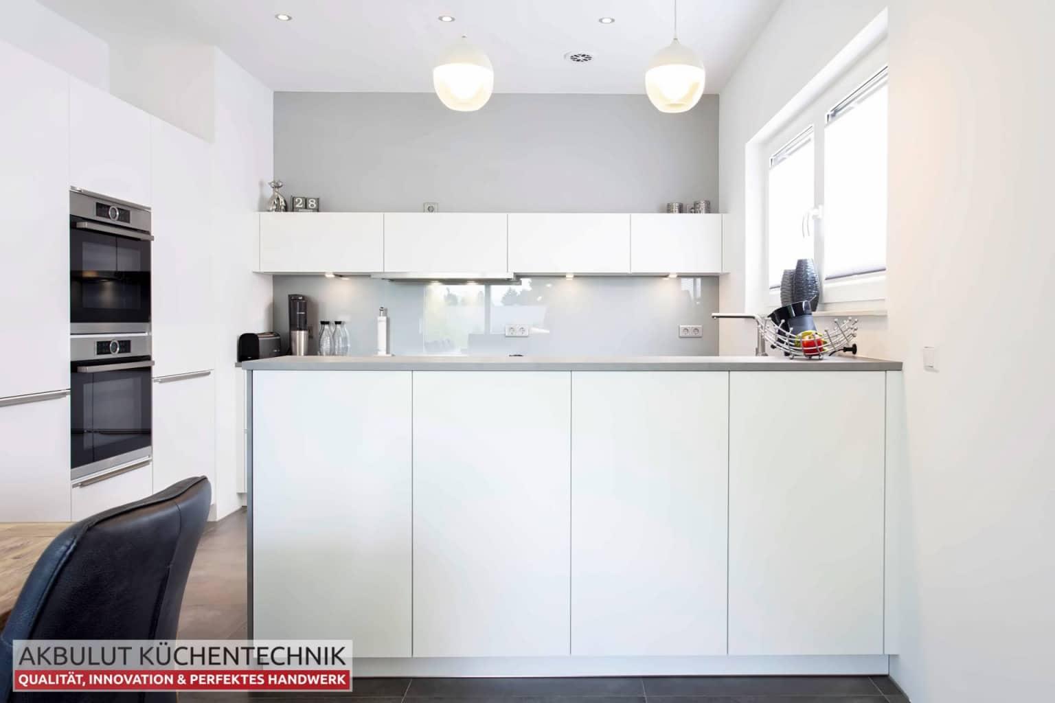 U Küche in Beteonoptik mit langen Theke (4)