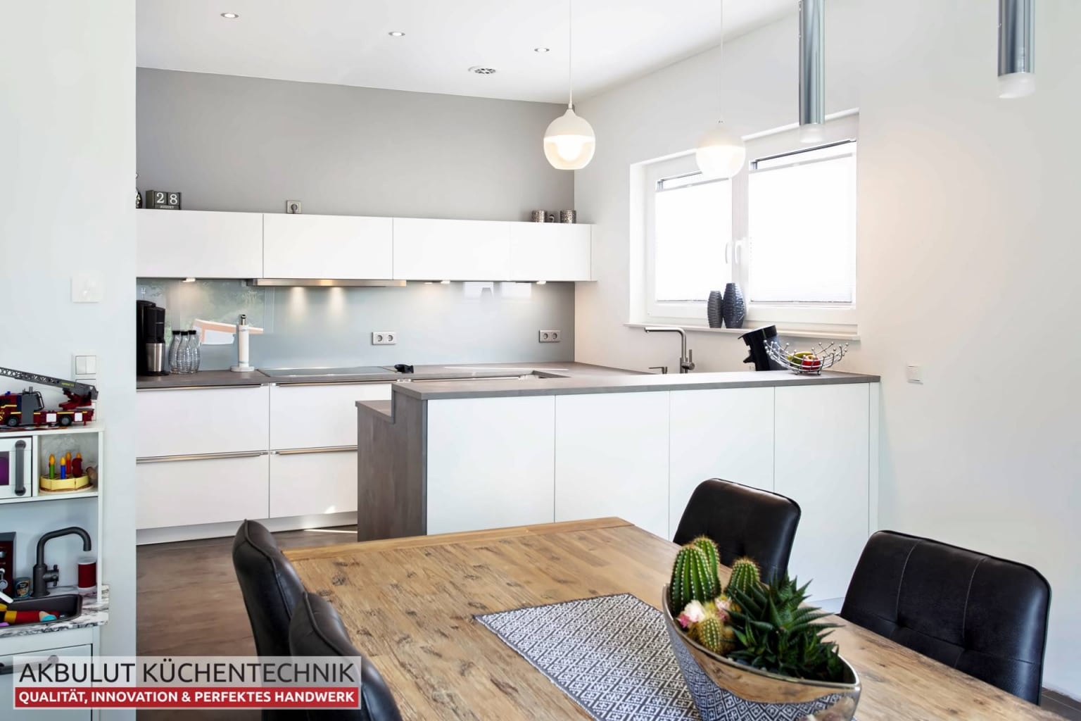 U Küche in Beteonoptik mit langen Theke (5)