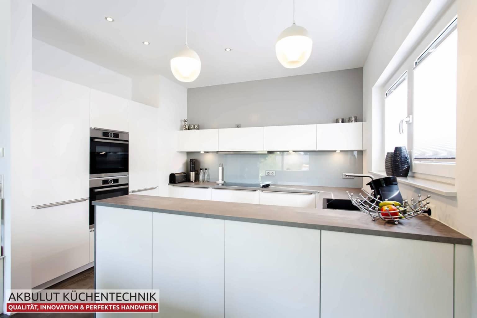 U Küche in Beteonoptik mit langen Theke (6)