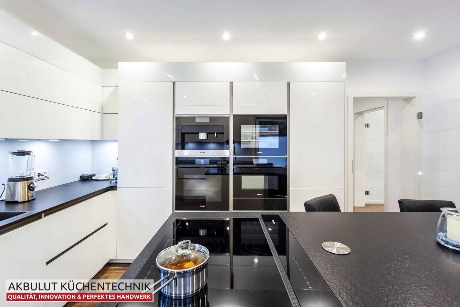 Grifflose U Küche in Hochglanz (2)