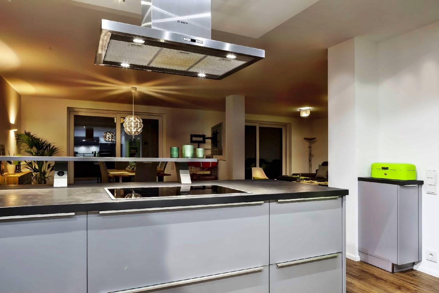 U-förmige Küche offen zum Wohnraum (2)