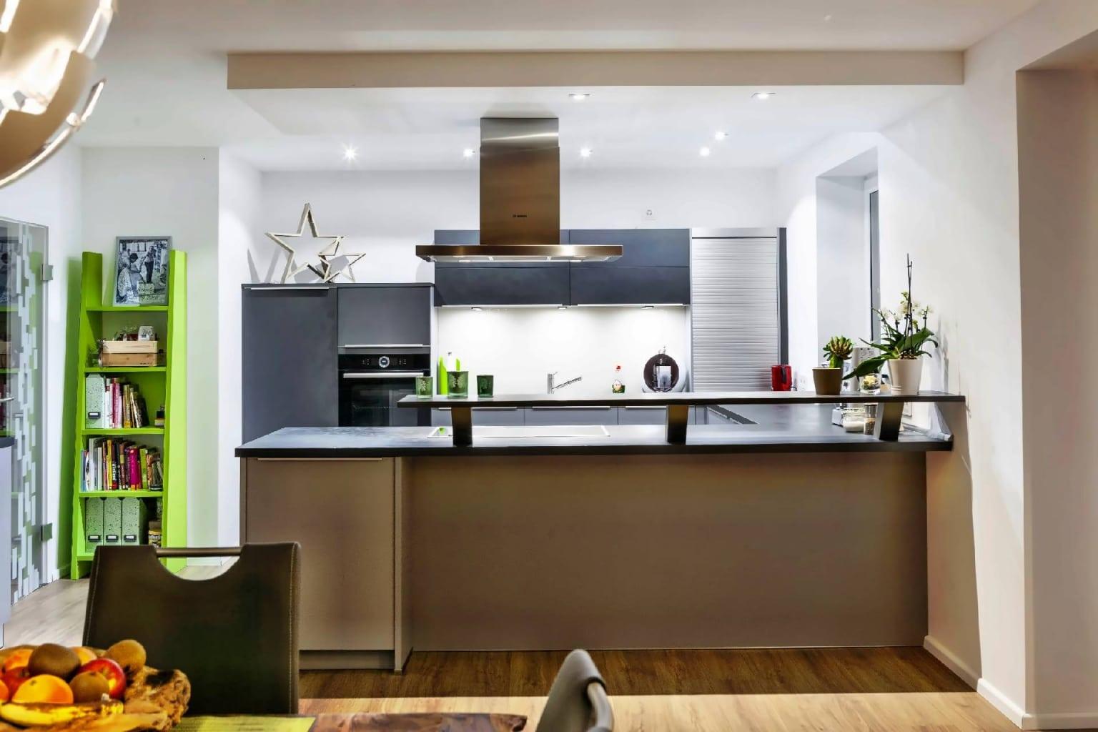 U-förmige Küche offen zum Wohnraum (5)
