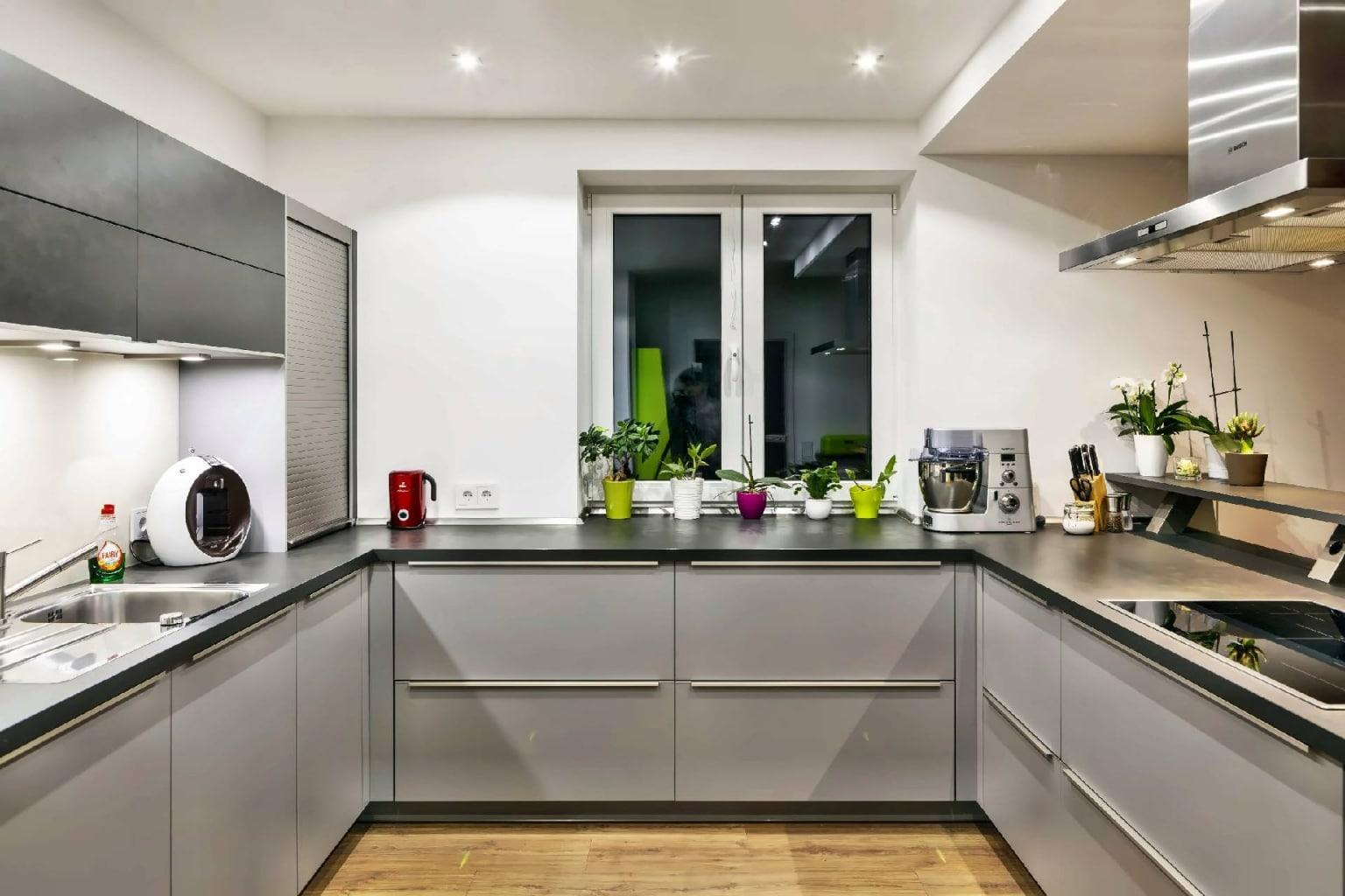 U-förmige Küche offen zum Wohnraum (6)