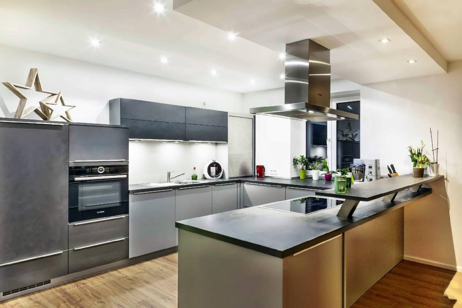 U-förmige Küche offen zum Wohnraum (7)