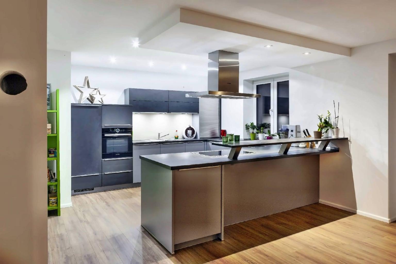 U-förmige Küche offen zum Wohnraum (8)